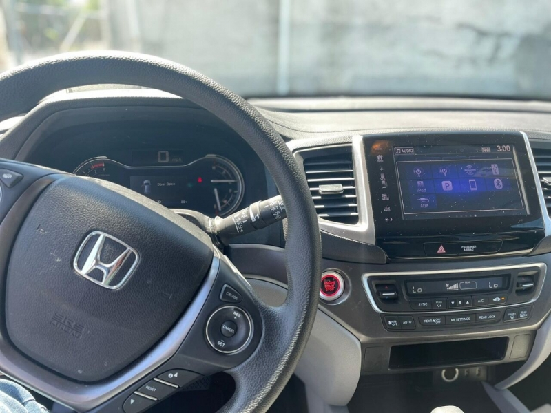 Honda Pilot 2018 price $25,995