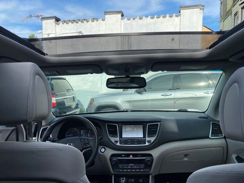 Hyundai Tucson 2018 price $499