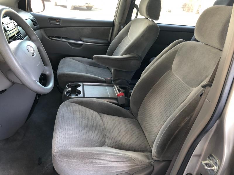 Toyota Sienna 2007 price $5,190