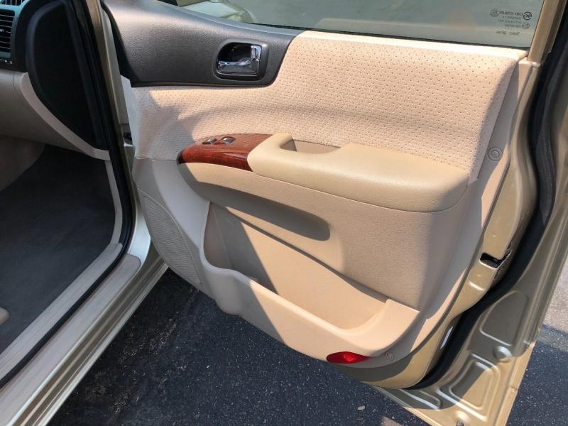 Hyundai Entourage 2008 price $4,490