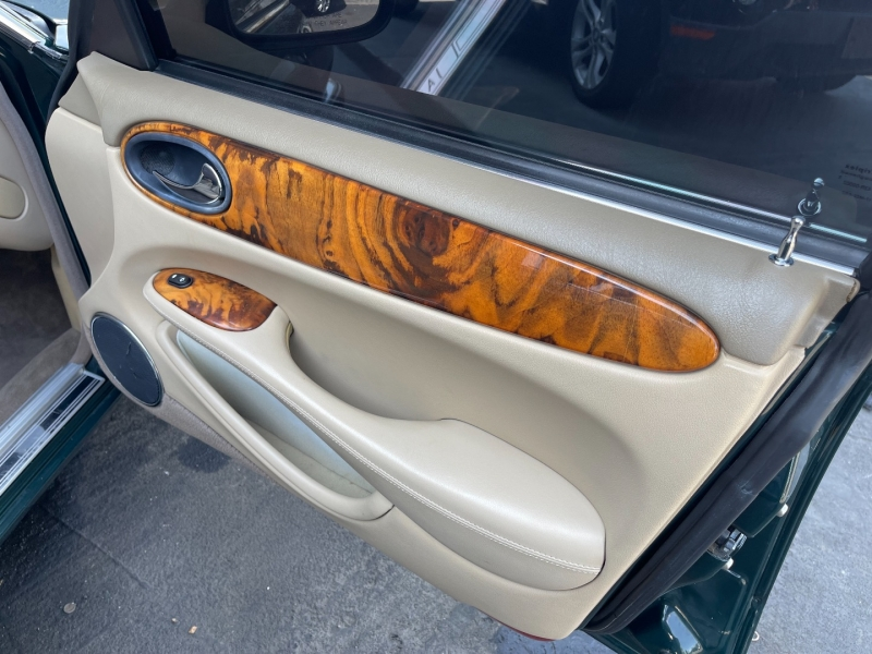 Jaguar XJ 1998 price $4,190