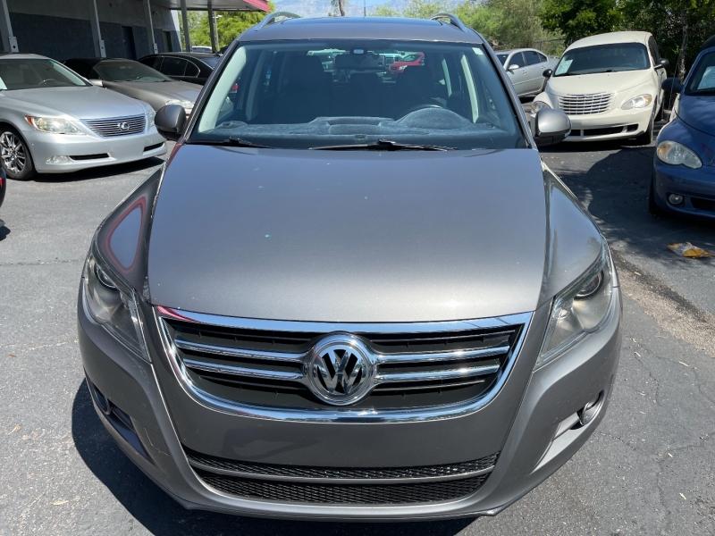 Volkswagen Tiguan 2011 price $8,490