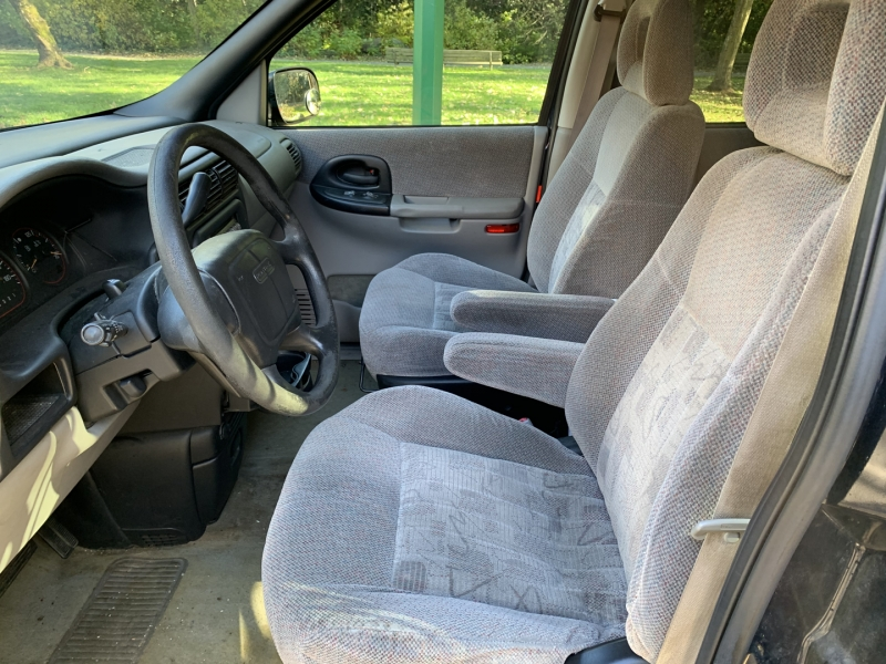 Pontiac Montana 2001 price $1,950