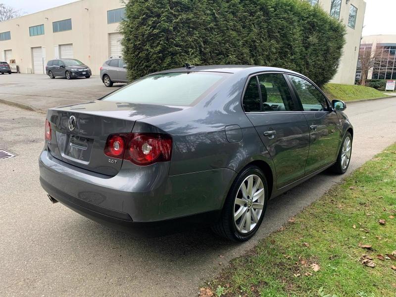 Volkswagen Jetta 2010 price $8,950