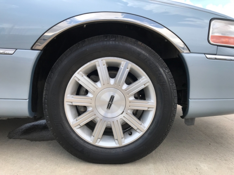 LINCOLN TOWN CAR 2010 price Call for Pricing.