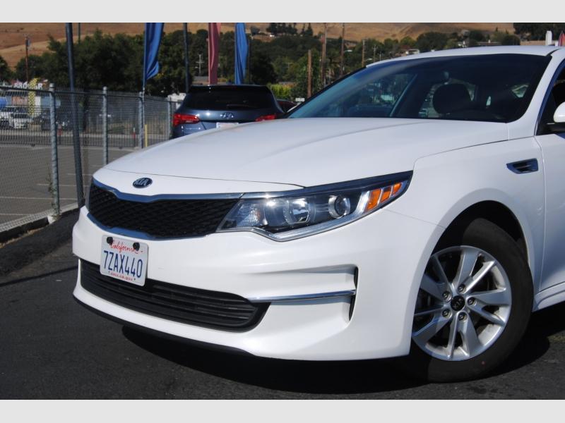 Kia Optima 2018 price $13,988