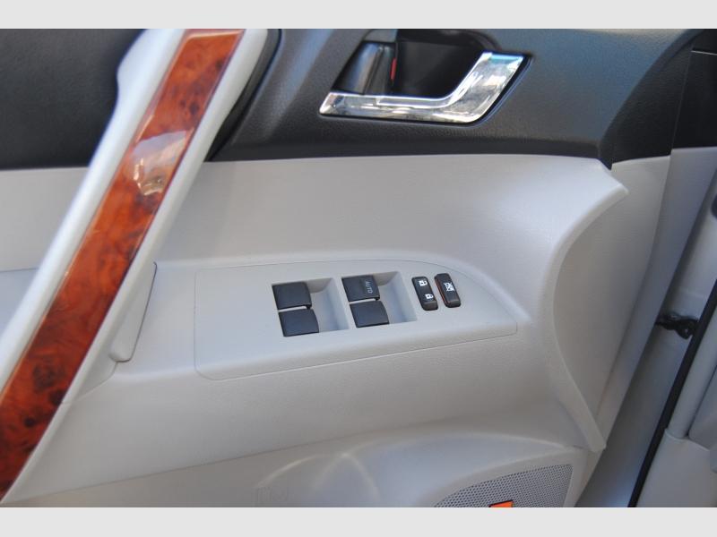 Toyota Highlander 2011 price $15,777