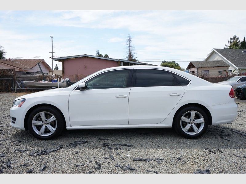 Volkswagen Passat 2013 price $11,777