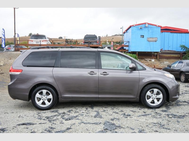 Toyota Sienna 2012 price $18,888