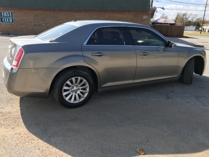 Chrysler 300 2014 price $9,995