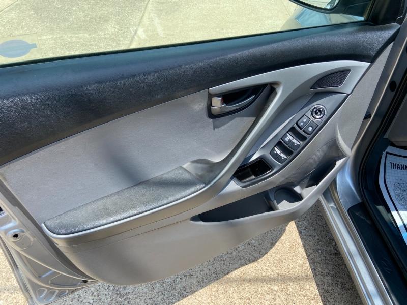 Hyundai Elantra 2015 price $9,500