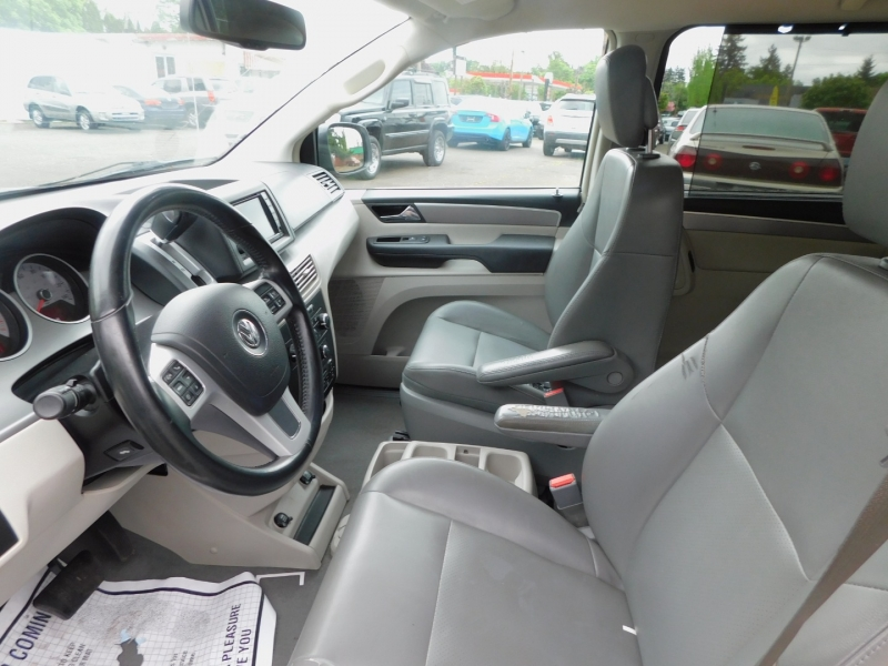 Volkswagen Routan 2012 price $6,995