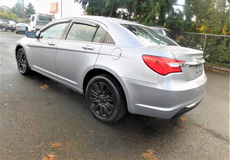Chrysler 200-Series 2014 price $7,995