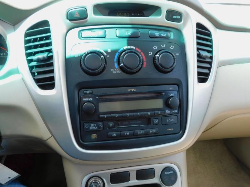 Toyota Highlander 2005 price $7,495