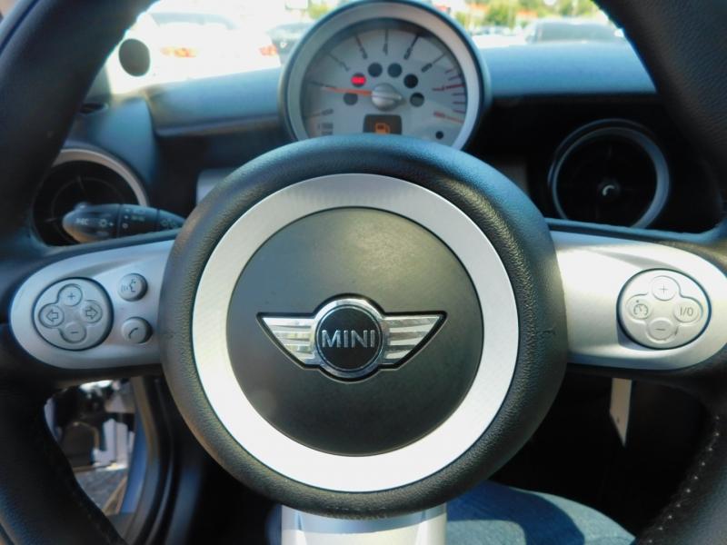 Mini Cooper Hardtop 2009 price $7,995