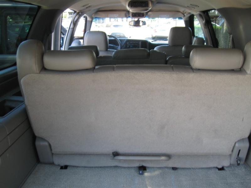 Chevrolet Suburban 2003 price $6,495