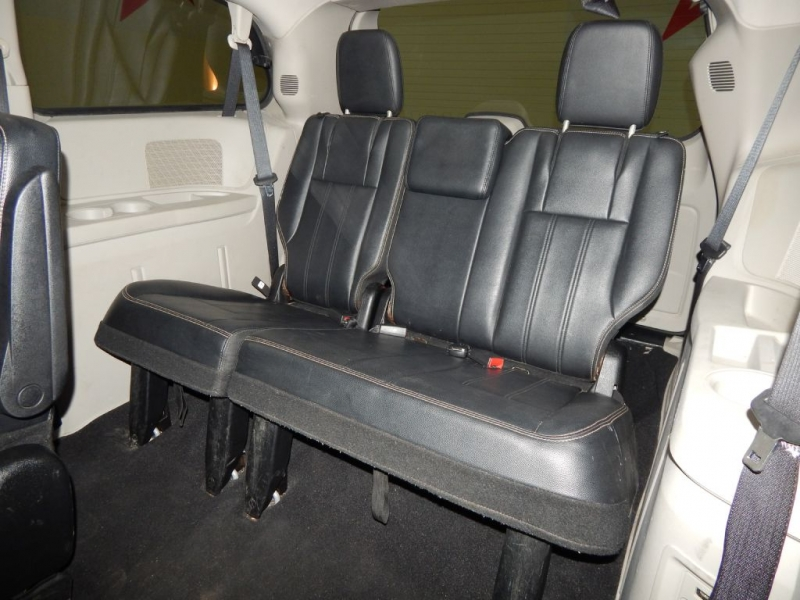 CHRYSLER TOWN & COUNTRY 2013 price $9,699