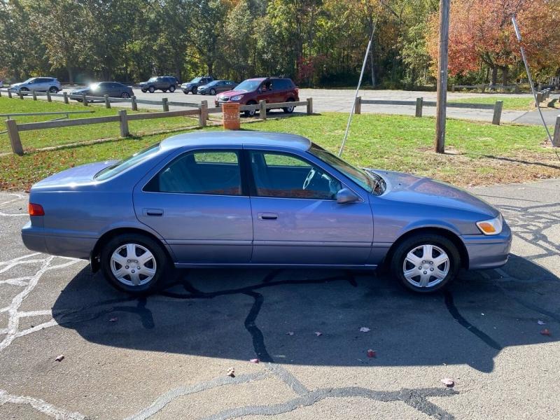 Toyota Camry 2000 price $2,995