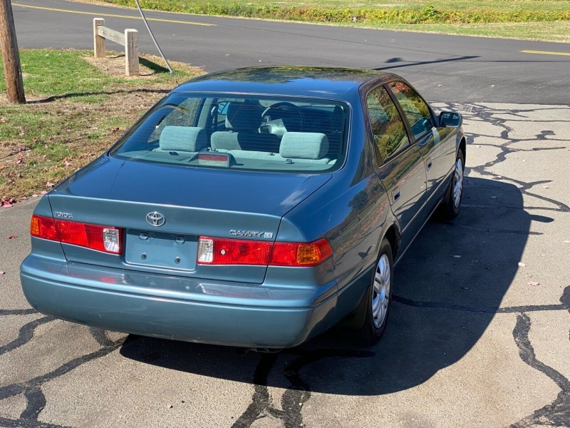 Toyota Camry 2001 price $2,995