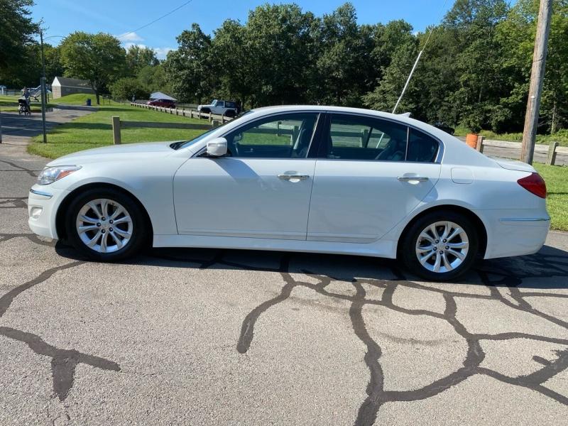 Hyundai Genesis 2013 price $10,995