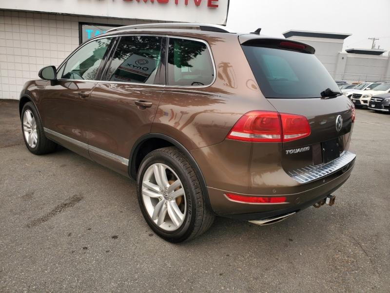 Volkswagen Touareg 2012 price $17,888