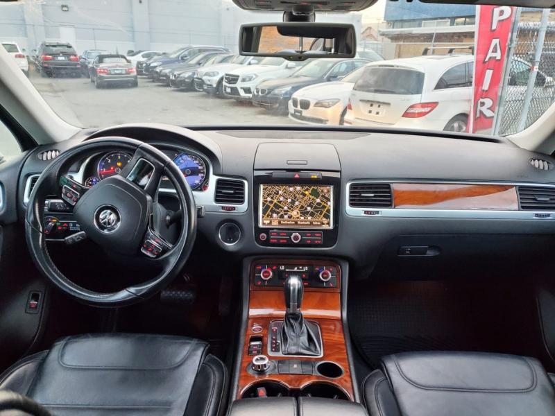Volkswagen Touareg 2011 price $22,888