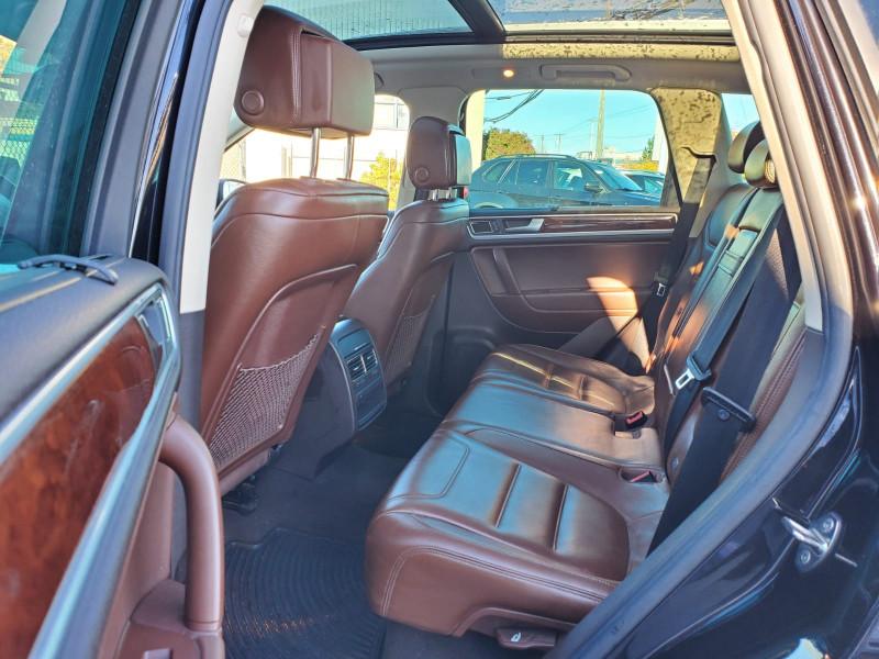 Volkswagen Touareg 2011 price $18,888