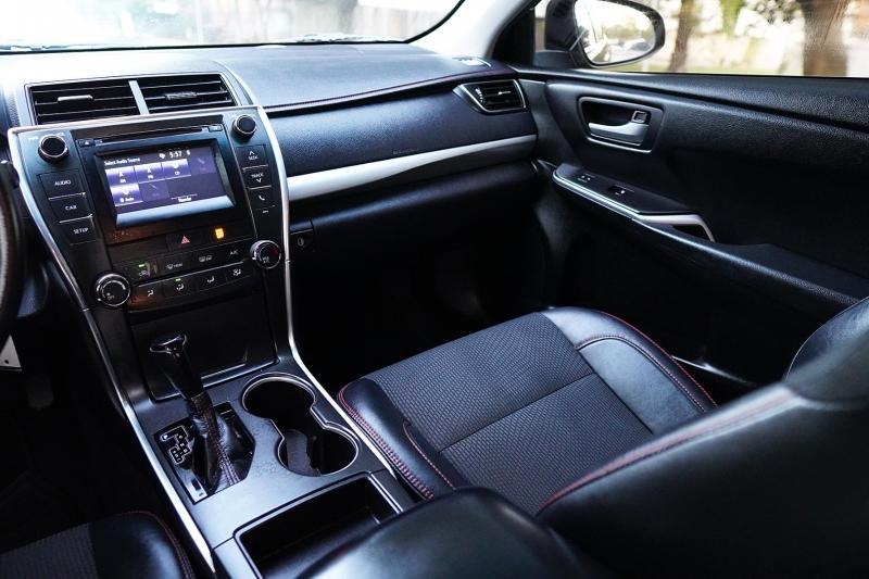 Toyota Camry 2017 price $16,225