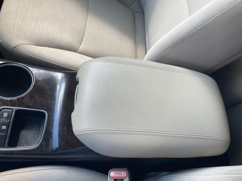 Kia Sorento 2015 price $17,800