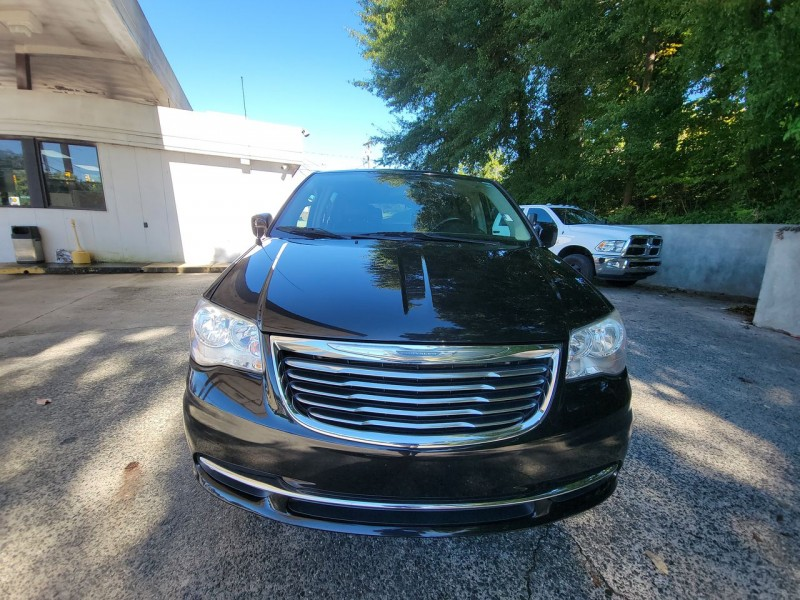 Chrysler Town & Country 2015 price $14,900