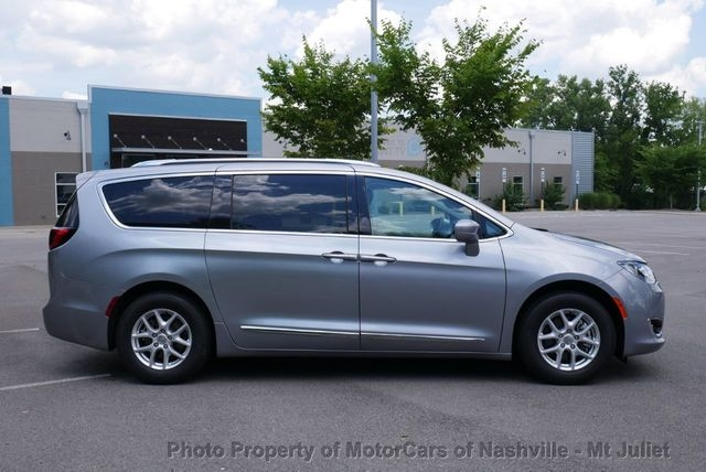 Chrysler Pacifica 2020 price $29,998