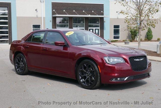 Chrysler 300 2019 price $22,602