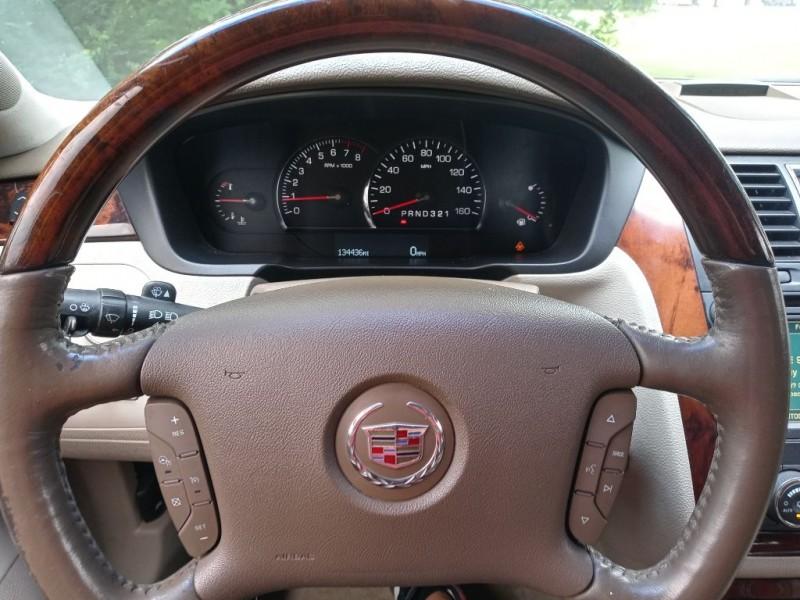 CADILLAC DTS 2006 price $5,995