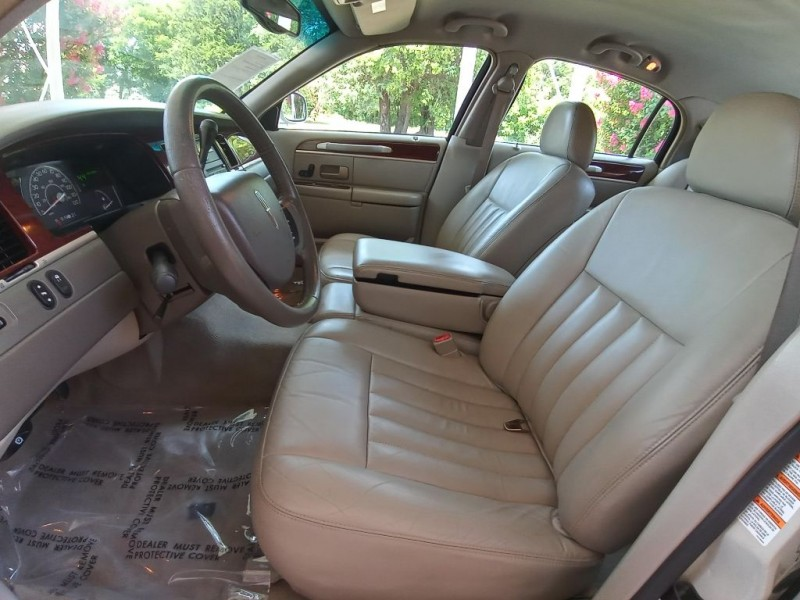LINCOLN TOWN CAR 2005 price $7,495