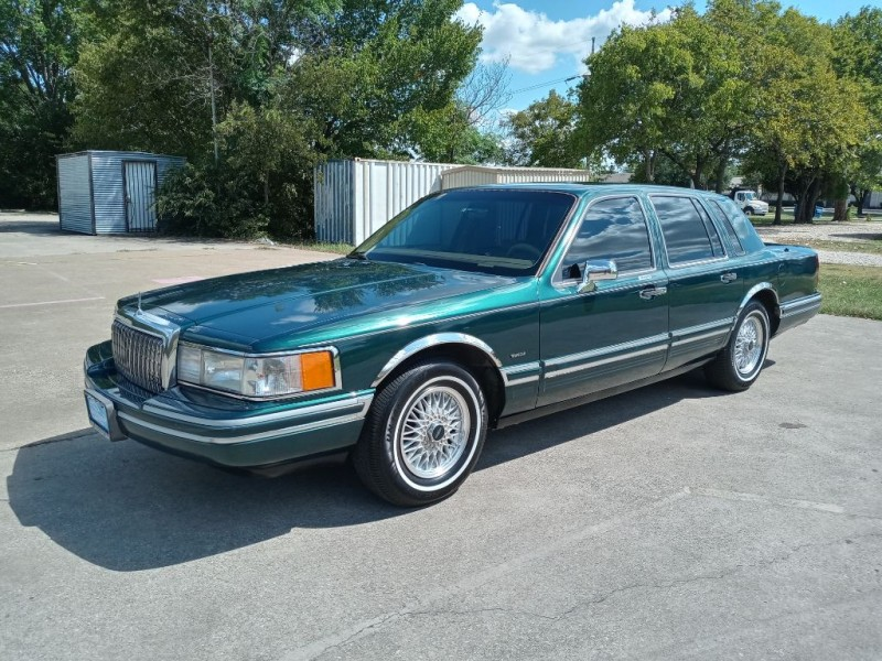 LINCOLN TOWN CAR 1994 price $5,995