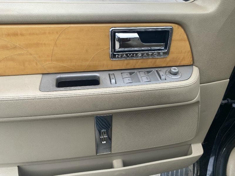 Lincoln Navigator L 2010 price $6,999