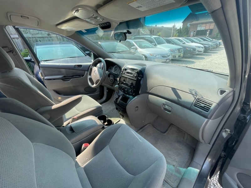 Toyota Sienna 2005 price $3,498