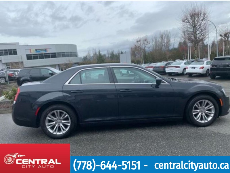 Chrysler 300 2019 price $29,788