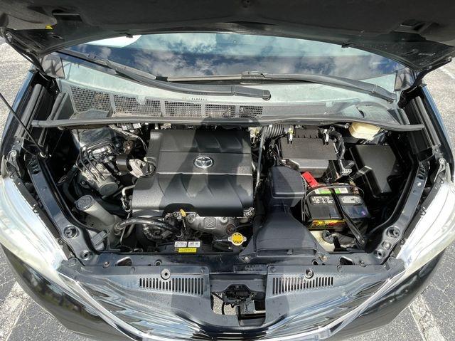 Toyota Sienna 2015 price $12,488