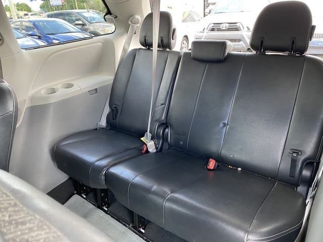 Toyota Sienna 2011 price $12,888