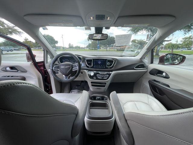 Chrysler Pacifica 2017 price $19,888