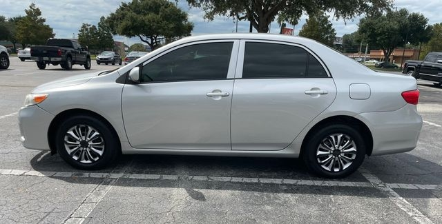 Toyota Corolla 2013 price $8,888