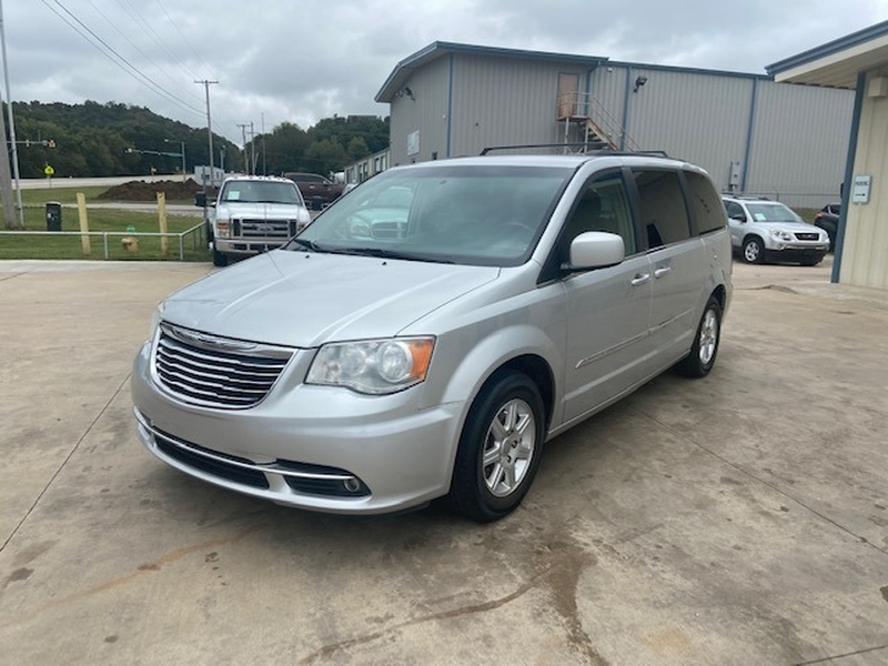 Chrysler Town & Country 2012 price $7,000 Cash