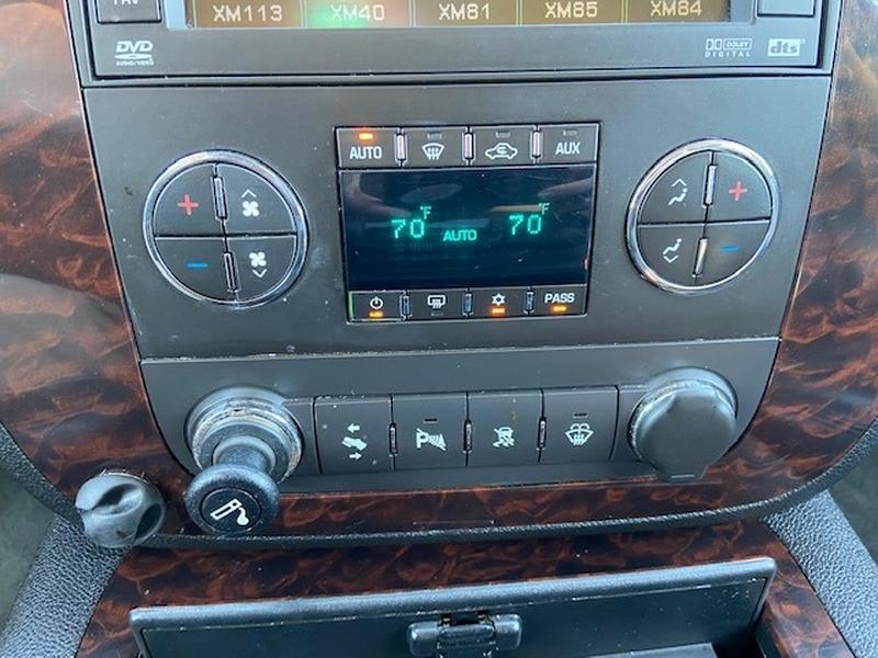GMC Yukon Denali 2007 price $8,000 Cash