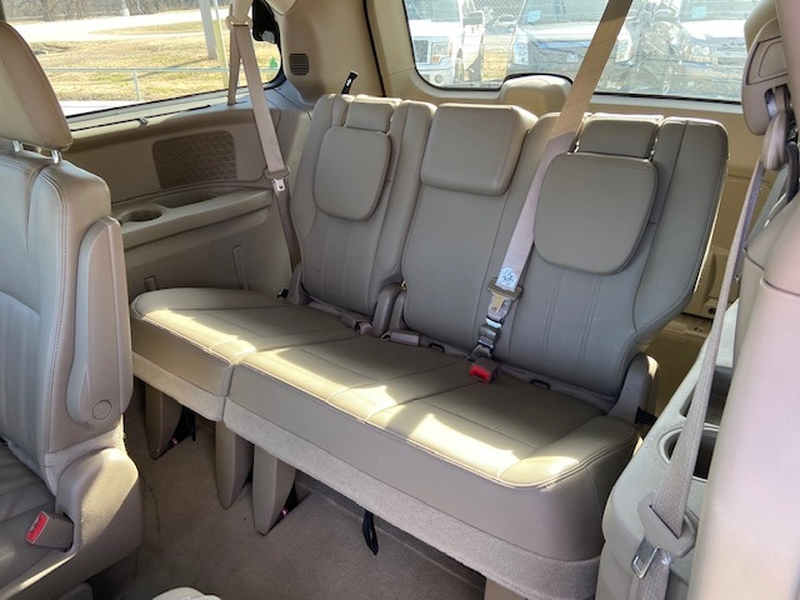 Chrysler Town & Country 2015 price $6,500 Cash