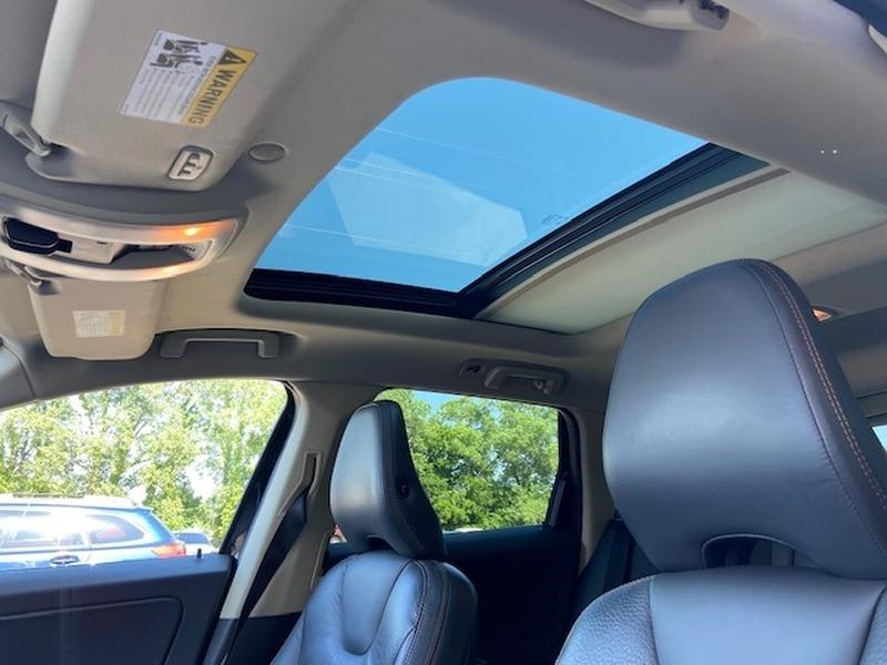 Volvo XC 60 2012 price $9,100 Cash