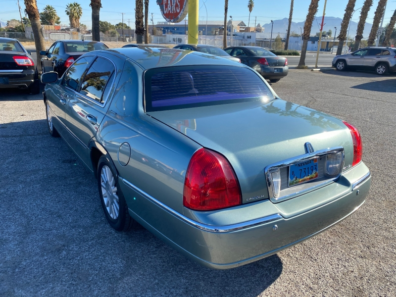 Lincoln Town Car 2004 price $6,073