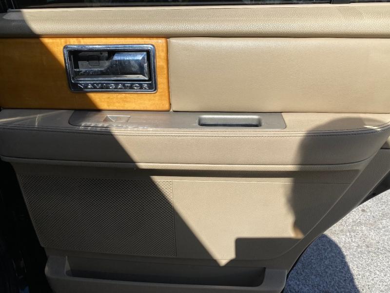 Lincoln Navigator 2007 price $9,999