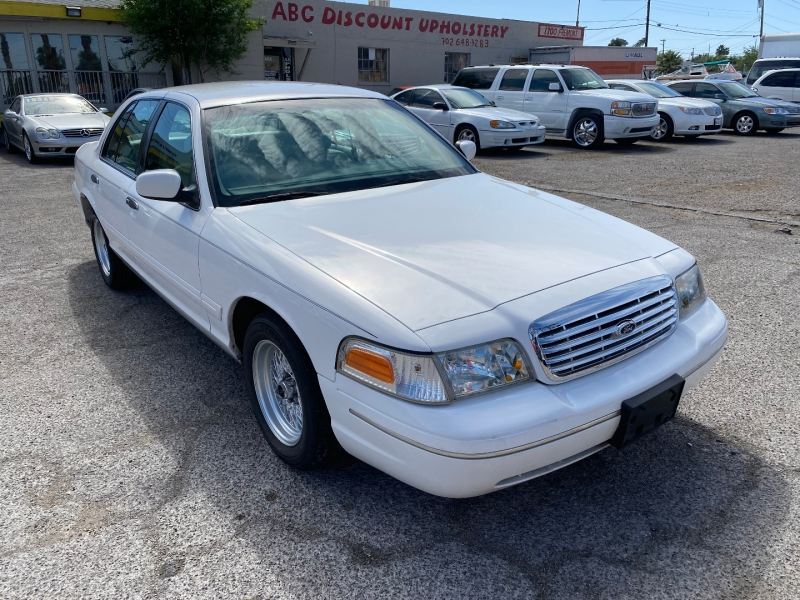 Ford Crown Victoria 2000 price $6,395