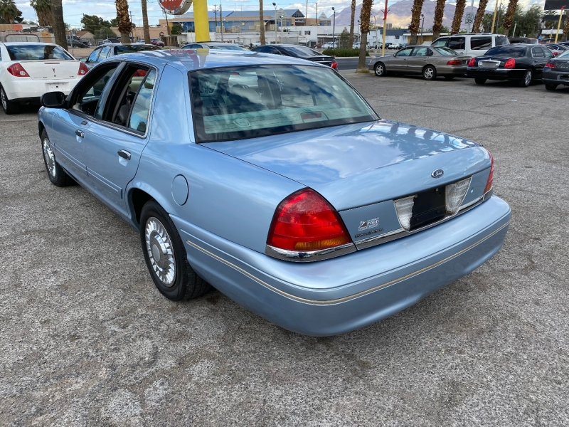 Ford Crown Victoria 2001 price $5,310